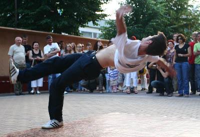 брейк денс, вуличні танці, трюки
