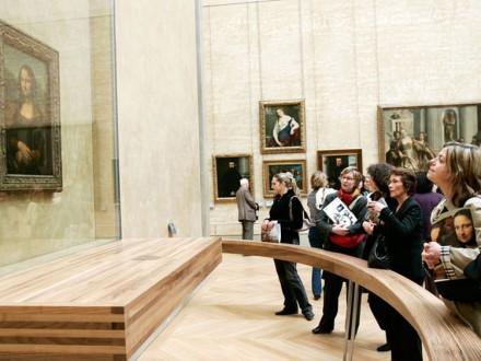 TESORO-doscientos-personas-contemplarla-Louvre_CLAIMA20101019_0214_8