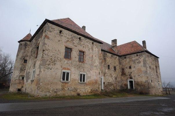 смт. Чинадійово,  Замок «Сент-Міклош»