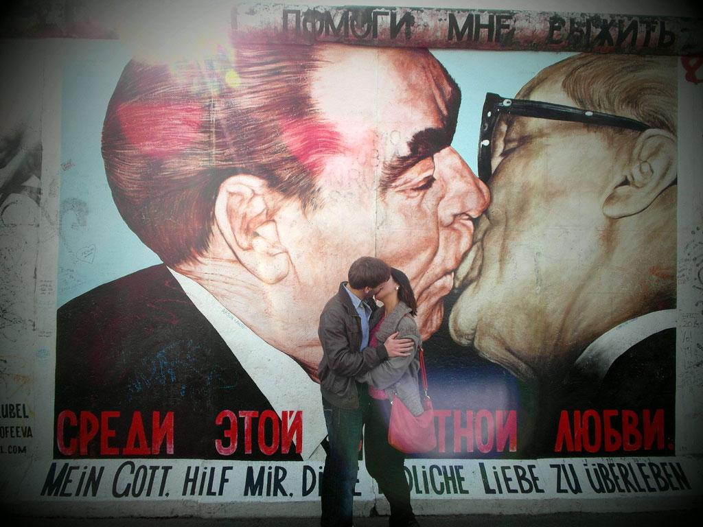 Поцілунки біля Берлінської стіни,  Берлін