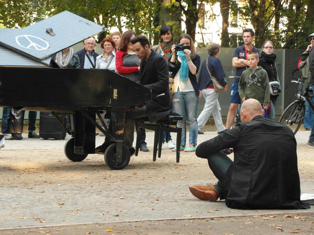 Вуличний піаніст Клав'єр Кунст, Берлін