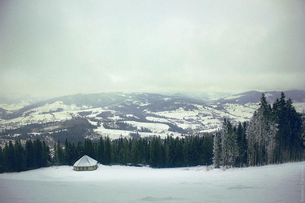 Мальовничий краєвид Карпатських гір